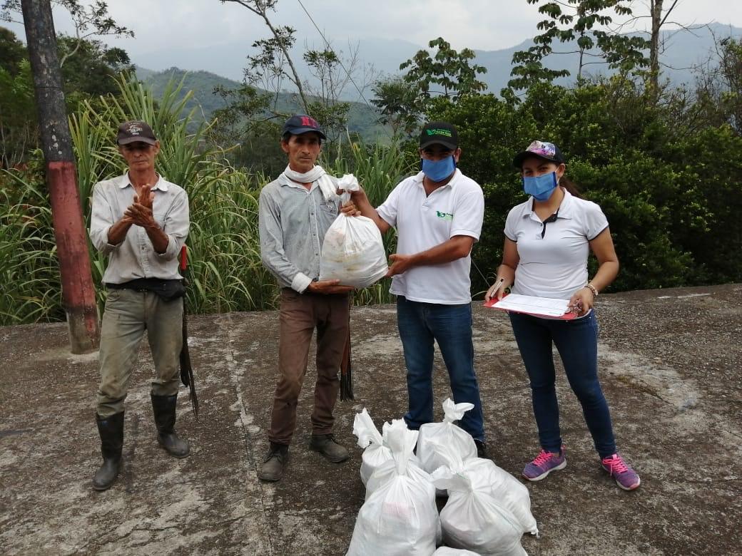 Fundación Santa Rosa dona 1.000 mercados en Maripí